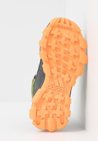 adidas Performance - RAPIDARUN ATR - Bergschoenen - grey six/tech olive/flash orange - 5