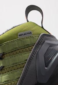 adidas Performance - RAPIDARUN ATR - Bergschoenen - grey six/tech olive/flash orange - 2