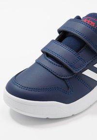 adidas Performance - TENSAUR VECTOR CLASSIC RUNNING SHOES - Neutrální běžecké boty - dark blue/footwear white/active red - 2