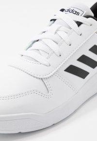 adidas Performance - VECTOR - Gym- & träningskor - ftwwht/cblack/ftwwht - 5