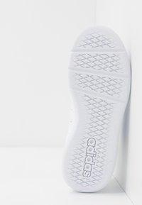 adidas Performance - VECTOR - Zapatillas de entrenamiento - footwear white/blue - 5