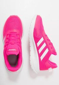 adidas Performance - TENSAUR RUN - Obuwie do biegania treningowe - shock pink/footwear white/light granite - 0