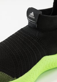 adidas Performance - PURE RNR - Obuwie do biegania treningowe - tech olive/core black/signal green - 2