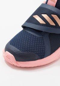 adidas Performance - FORTARUN X - Obuwie do biegania treningowe - tech indigo/copper metallic/glow pink - 2
