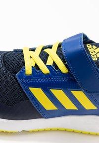 adidas Performance - FORTAFAITO - Hardloopschoenen neutraal - collegiate navy/shock yellow/collegiate royal - 2