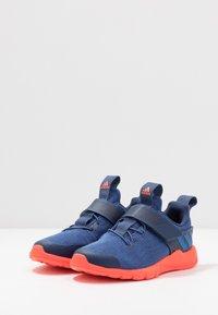 adidas Performance - RAPIDAFLEX - Obuwie do biegania treningowe - tech indigo/glow blue/solar red - 3