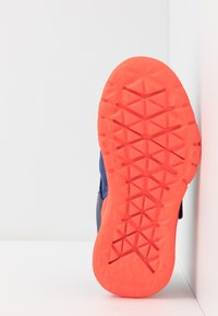 adidas Performance - RAPIDAFLEX - Obuwie do biegania treningowe - tech indigo/glow blue/solar red - 5