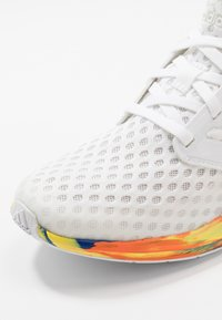 adidas Performance - RAPIDARUN - Obuwie do biegania treningowe - footwear white/royal blue - 2