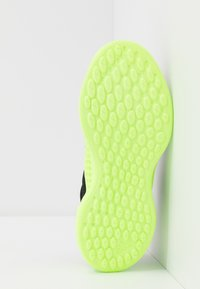 adidas Performance - PURE RNR - Obuwie do biegania treningowe - tech olive/core black/signal green - 5