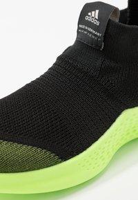 adidas Performance - PURE RNR - Obuwie do biegania treningowe - tech olive/core black/signal green - 2