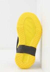 adidas Performance - 4UTURE RNR EL  - Obuwie do biegania treningowe - shock yellow/core black - 5