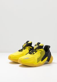 adidas Performance - 4UTURE RNR - Obuwie do biegania treningowe - core black/shock yellow - 3