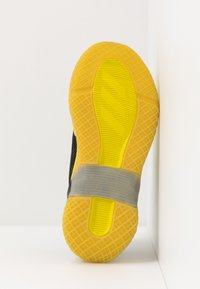 adidas Performance - 4UTURE RNR - Obuwie do biegania treningowe - core black/shock yellow - 5