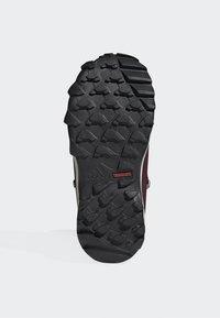 adidas Performance - TERREX SNOW CP CW SHOES - Lumilautakengät - burgundy - 4