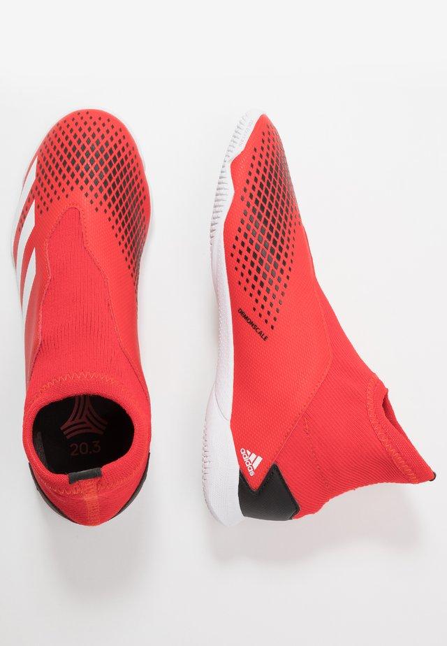 PREDATOR 20.3 LL IN - Scarpe da calcetto - action red/footwear white/core black