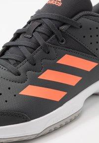 adidas Performance - COURT STABIL - Boty na házenou - grey six/signal coral/grey two - 2