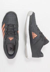 adidas Performance - COURT STABIL - Boty na házenou - grey six/signal coral/grey two - 0