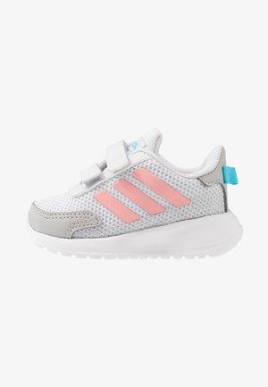 TENSAUR RUN - Neutrální běžecké boty - dash grey/glow pink/bright cyan