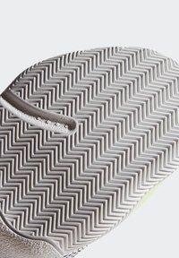 adidas Performance - HARDEN STEPBACK SHOES - Scarpe da basket - black/orange/grey - 8