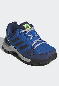adidas Performance - TERREX HYPERHIKER LOW HIKING SHOES - Outdoorschoenen - blue/black/green - 2