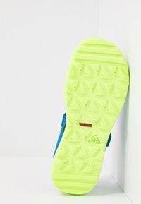adidas Performance - CAPTAIN TOEY - Sandały trekkingowe - glow blue/signal green - 5