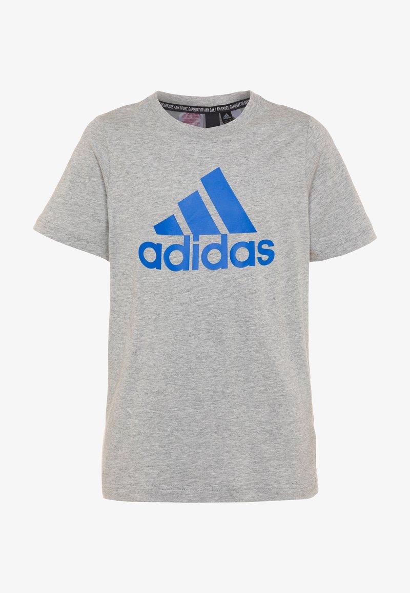 adidas Performance - ESSENTIALS SPORTS SHORT SLEEVE TEE - Printtipaita - mid grey heather/blue