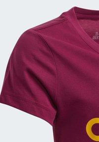 adidas Performance - T-shirt imprimé - power berry/active gold - 2