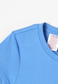 adidas Performance - T-shirt imprimé - lucblu/white - 2