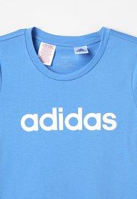 adidas Performance - T-shirt imprimé - lucblu/white - 4