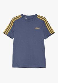 adidas Performance - ESSENTIALS 3STRIPES SPORT SHORT SLEEVE TEE - T-shirt print - dark blue/gold - 0