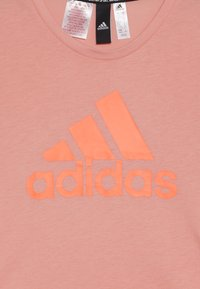 adidas Performance - TEE - T-shirt con stampa - glow pink/signal coral - 3