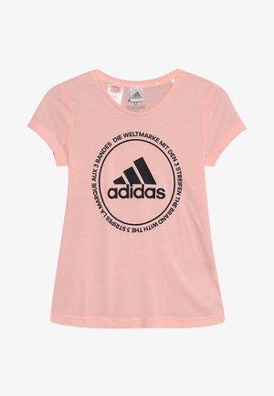 PRIME TEE - T-shirt med print - glow pink/black