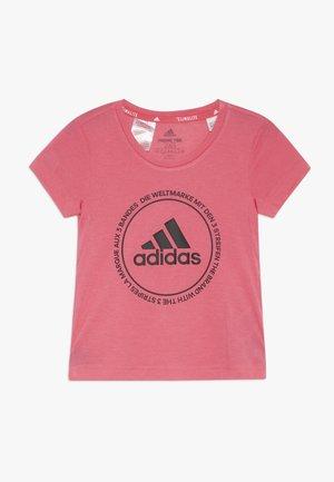 PRIME TEE - Printtipaita - real pink/black