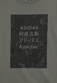 adidas Performance - TEE - T-shirt print - legend green/black - 3