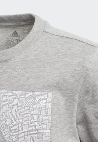 adidas Performance - MUST HAVES BADGE OF SPORT - T-shirt con stampa - grey - 4