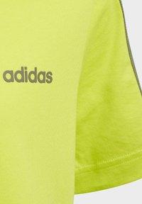 adidas Performance - ESSENTIALS 3-STRIPES T-SHIRT - T-shirt imprimé - green - 2