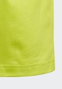 adidas Performance - ESSENTIALS 3-STRIPES T-SHIRT - T-shirt imprimé - green - 4