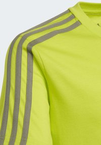 adidas Performance - ESSENTIALS 3-STRIPES T-SHIRT - T-shirt imprimé - green - 3