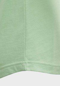 adidas Performance - GRAPHIC T-SHIRT - T-shirt imprimé - green - 3