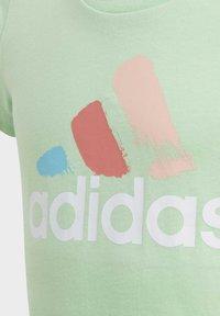 adidas Performance - GRAPHIC T-SHIRT - T-shirt imprimé - green - 4