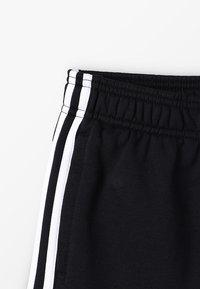 adidas Performance - BOYS ESSENTIALS 3STRIPES SPORT 1/4 SHORTS - Sports shorts - black/white - 2