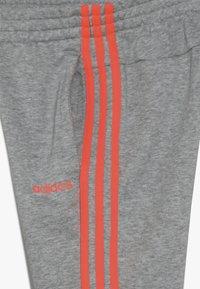 adidas Performance - 3S PANT - Teplákové kalhoty - medium grey heather/coral - 3