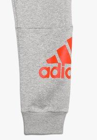 adidas Performance - Pantalon de survêtement - medium grey heather/active orange - 4