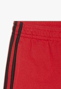 adidas Performance - YOUNG BOYS MUST HAVE SPORT 1/4 SHORTS - Pantaloncini sportivi - vivred/black - 3