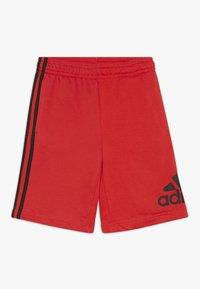 adidas Performance - YOUNG BOYS MUST HAVE SPORT 1/4 SHORTS - Pantaloncini sportivi - vivred/black - 0
