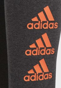 adidas Performance - MUST HAVES BADGE OF SPORT LEGGINGS - Collant - grey - 4