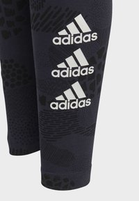 adidas Performance - MUST HAVES GRAPHIC LEGGINGS - Collant - blue - 2