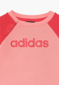 adidas Performance - ESSENTIALS LINEAR TRACKSUIT BABY SET - Survêtement - pink/light pink - 4