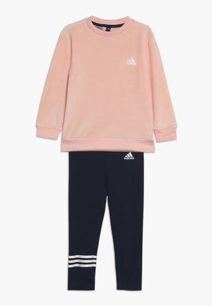 SET - Träningsset - glow pink/white