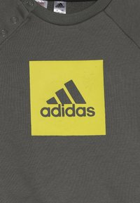 adidas Performance - 3STRIPES FRENCH TERRY TRACKSUIT BABY SET - Survêtement - green/yellow - 4